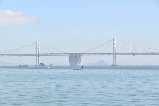 本島から見える瀬戸大橋