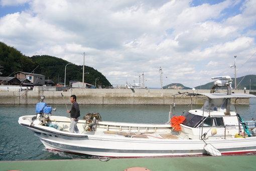 小手島港の漁船